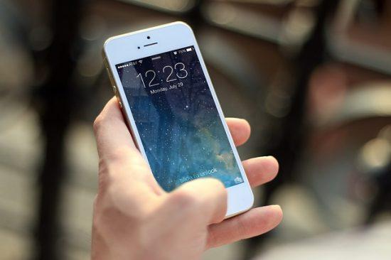 スマートフォンで操作できる照明型スピーカー