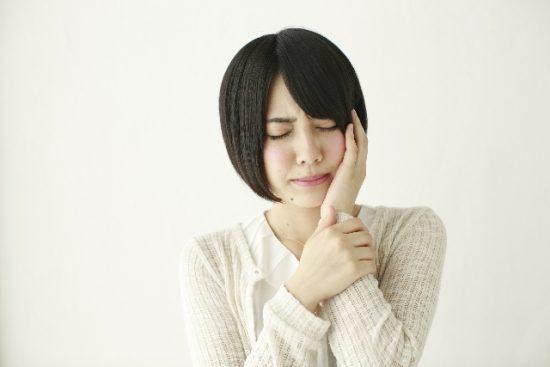 親知らず抜歯後の腫れや痛みはどれくらい続いた?