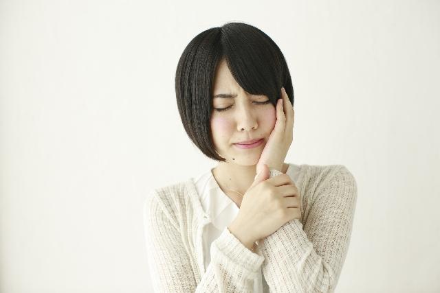 親知らずの抜歯後の痛みや炎症はいつまで続く?ドライソケットに気をつけよう!