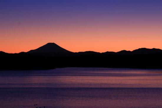 御神渡り神事で名高い長野県の諏訪湖