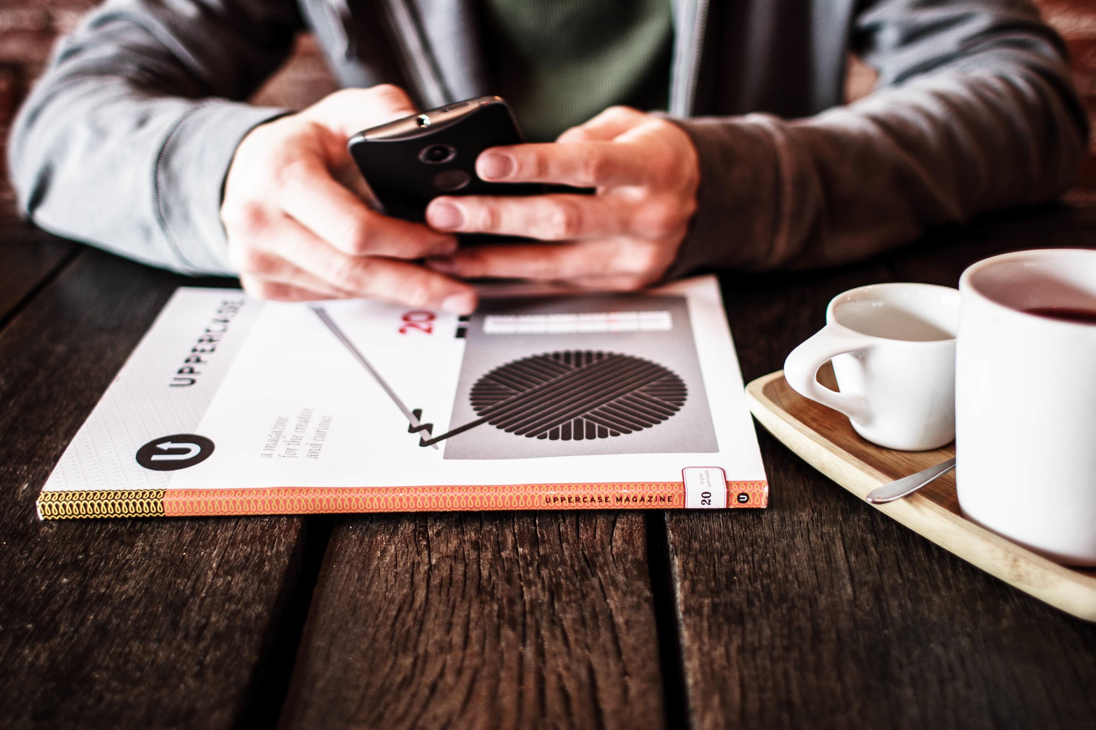 デュアルSIMスマートフォン端末ならSIMカードの2枚挿しが可能!