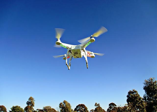 物資の輸送や災害時にも使える?「小型無人飛行機ドローン」の便利な使い方とは?