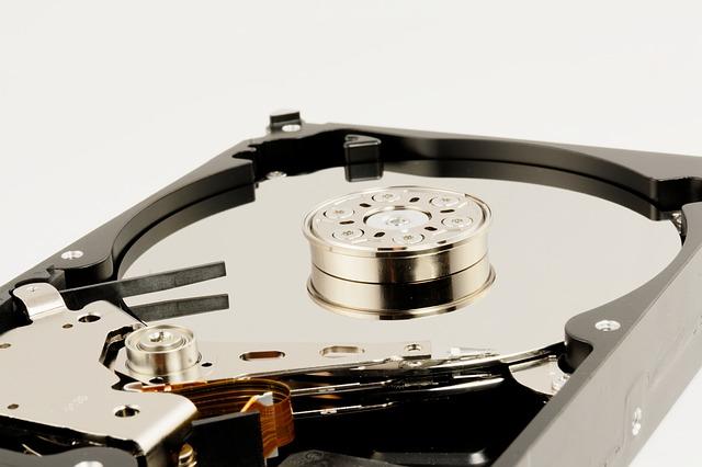 ノートパソコンで容量増設をするなら「外付けHDD」と「オンラインストレージ」どっち?比較してみた!