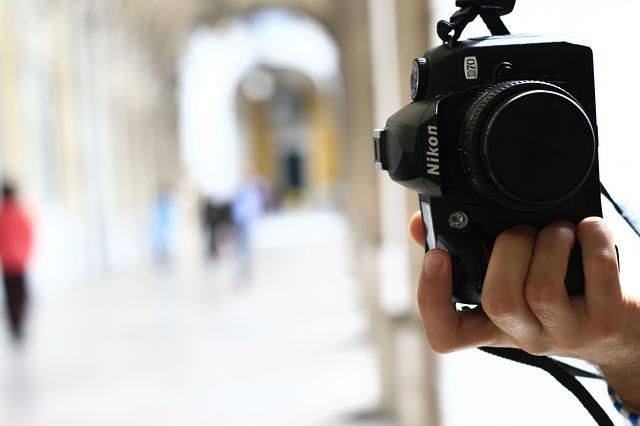 自撮り特化のデジカメが大人気!液晶パネルが回転するおすすめのカメラ