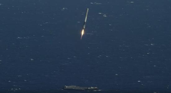 ロケットを飛ばし洋上に着陸2