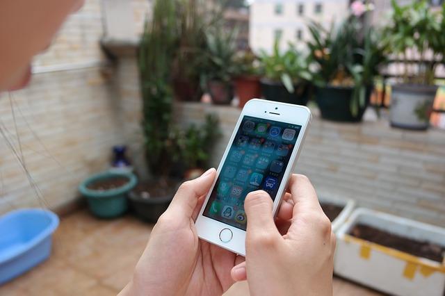 iPhoneでメールに写真や画像、動画を添付する方法!複数枚でも簡単にできる!