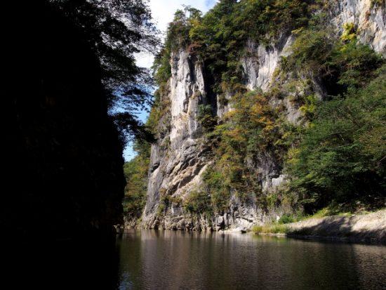 渓谷美を愛でながら涼しい舟下りができる猊鼻渓