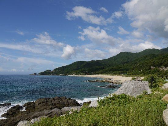 海好きを飽きさせない島の海岸線