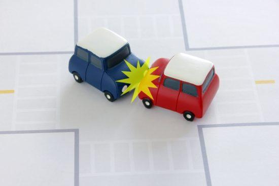 人身事故や接触事故なら報告