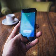 Twitterにモーメント機能が一部のユーザーに追加!あなたはニュースかモーメントどっち?