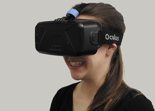 HTCの「Vive」やソニーの「PlayStation VR」など、VR機器の買い時はいつ?