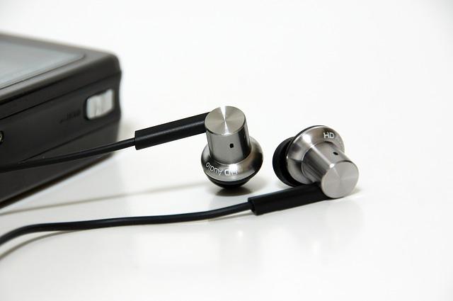 ポータブルアンプ(ポタアン)の効果や使い方、おすすめって?ハイレゾ音質でも聴ける?
