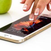 iPhoneで着信時に相手の名前が読み上げられる?設定を解除するやり方、対処方法
